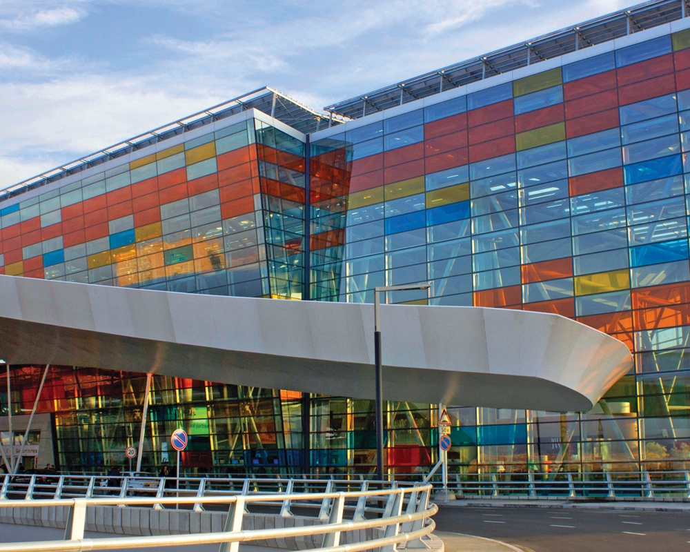 Modern And Large Shopping Mall Buildings Which Satisfies The Needs Of People From One Point